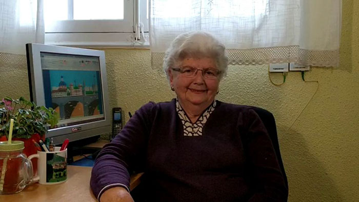 A nagymama, aki elbűvölte a világot tehetségével