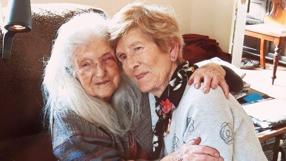 81 évesen találkozott először 103 éves édesanyjával egy nő! - Így sikerült megtalálnia több mint 60 évnyi keresés után