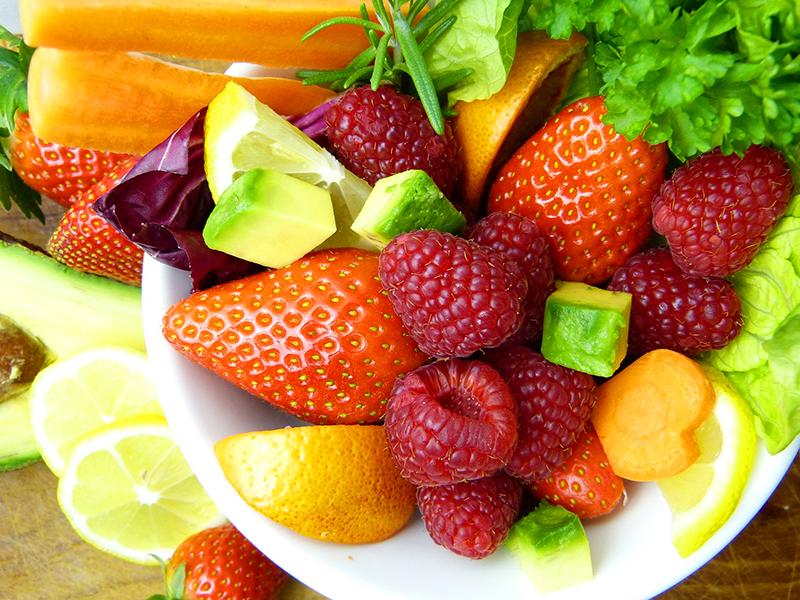 Játékos fejlesztő feladatok zöldségekkel, gyümölcsökkel: Fejlesztik a kommunikációs készségeket, mozgást, számolást, vizualitást