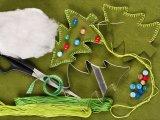Karácsonyfadísz házilag: kicsi karácsonyfák filcből - Így készítsd el!