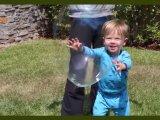 Buborékfújó folyadék készítése házilag: csak 4 alapanyag kell hozzá