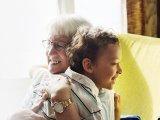 A titok, amit csak a nagyszülők ismernek: 5 ok, amiért sokkal jobb az unokákkal lenni, mint felnőtt társaságban