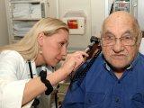 Ha baj van a hallással idős korban: Lehet, hogy nem is a fülben, hanem az agyban van a probléma!