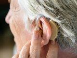Halláskárosodás 65 év felett: Minden harmadik ember szenved tőle! - Mi okozhatja a hallás csökkenését? Mik a tünetei?