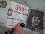 Itt az új ötszázas! - Meddig lehet még a régi ötszázas bankjeggyel fizetni? Miben különbözik az új ötszázas a régitől?