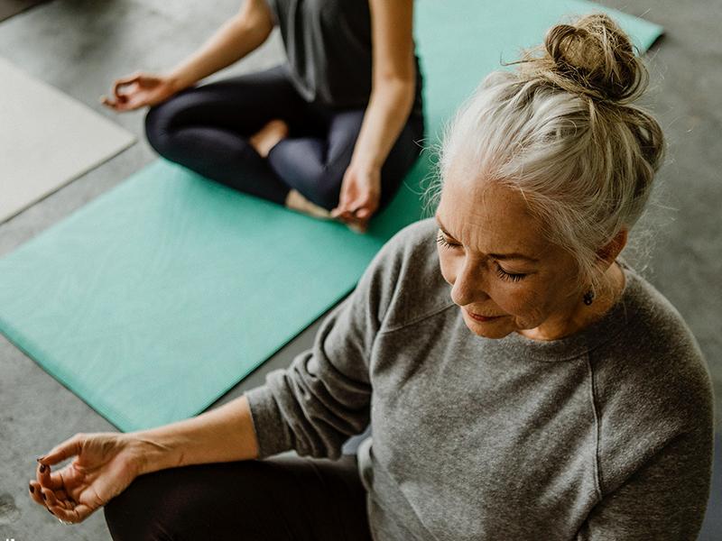 Így hat a jóga a szervezetre: fitté tesz, csökkenti a vérnyomást és a koleszterinszintet