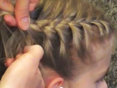 Így készíts kislány unokádnak gyönyörű frizurát pár perc alatt! 3 hajfonás tipp videóval
