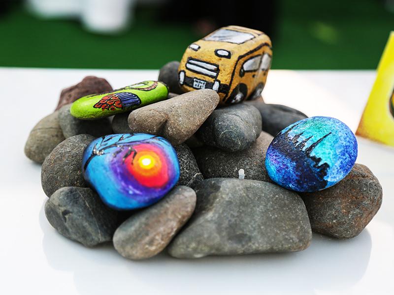 10 szuper játék gyerekeknek, amihez csak kövekre, kavicsokra van szükség