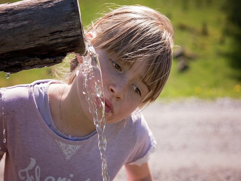 Mennyit kell inni egy nap felnőttnek és gyereknek? Ennyi az ideális mennyiség