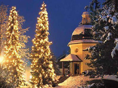 Csendes éj szöveg és videó - A népszerű karácsonyi dal 6 magyar szövegváltozattal és németül