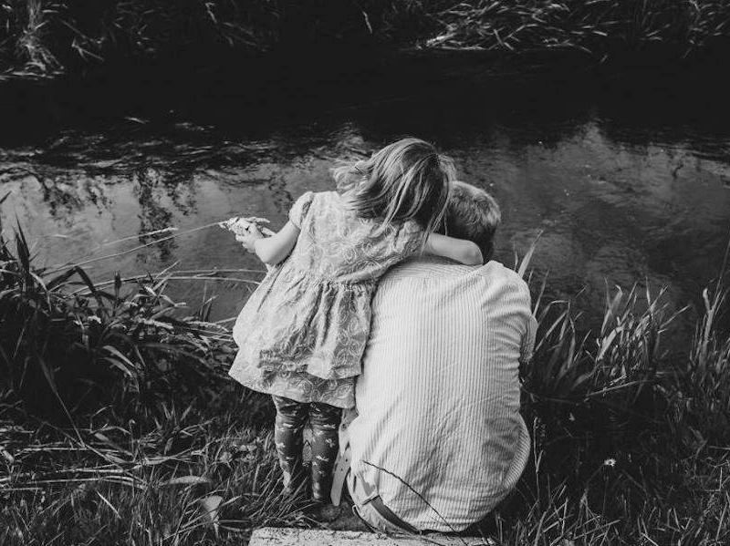 11 megindító fotó egy nagypapáról és unokáiról - Ilyen a tökéletes nagyapai szeretet
