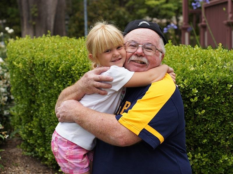 Boldogabbak lesznek azok a gyerekek, akiknek szoros a kapcsolata a nagyszülőkkel - Erre jutottak a kutatók