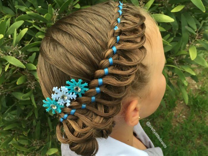 Fotókon 10 gyönyörű frizura kislányoknak hajfonással - 15 perc alatt elkészülnek!