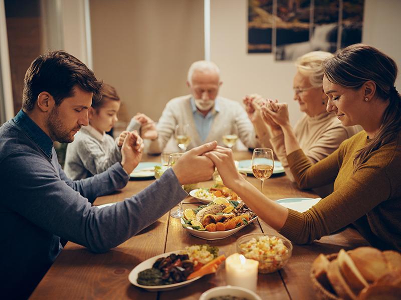 Családi konfliktus a vallás miatt - Szabad-e a gyerekre a vallást ráerőltetni? Mit tehetsz nagyszülőként?