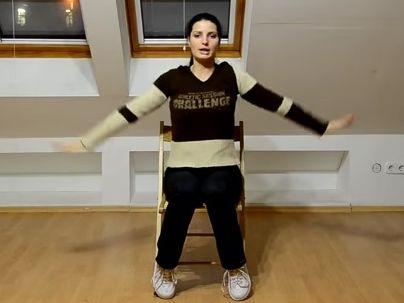 Napi 2 perc torna, és nincs többé hátfájás! Ülve végezhető torna idősebbeknek, ülő munkát végzőknek - Videó!