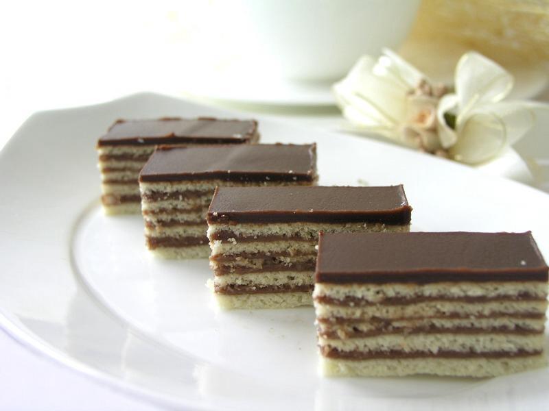 Réteges csokikrémes szelet - sütemény recept csokirajongóknak