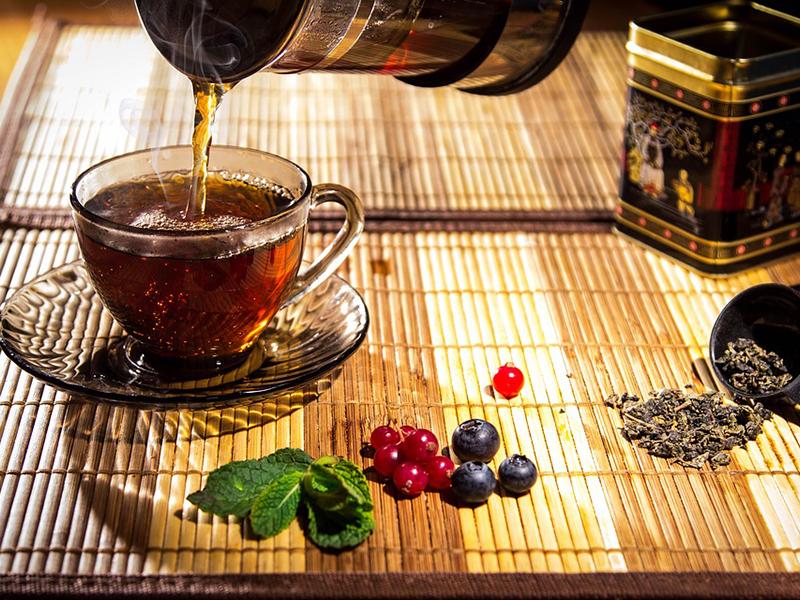 Tea-kisokos: Fekete tea, zöld tea, gyümölcs tea, gyógytea, rooibos tea, maté tea - Mi mire jó? Mikor mit igyunk?