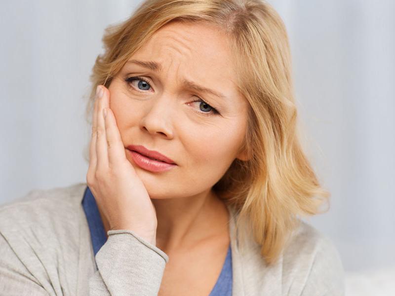 Vérző íny, érzékeny fogak, fogágybetegségek - Csak ennyit kellene tenned, hogy a saját fogaid minél tovább megmaradjanak