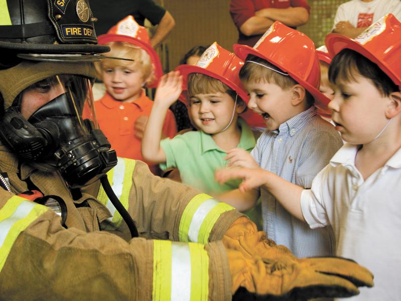 Gyermeknapi ingyenes program a tűzoltóknál: 283 tűzoltóságon várják a gyerekeket szerte az országban!