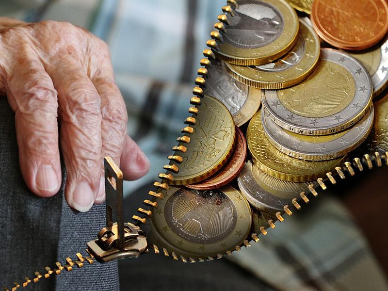 Változás a nyugdíjak körül: az Országos Nyugdíjbiztosítási Főigazgatóság átadja a nyugdíjak folyósítását novembertől