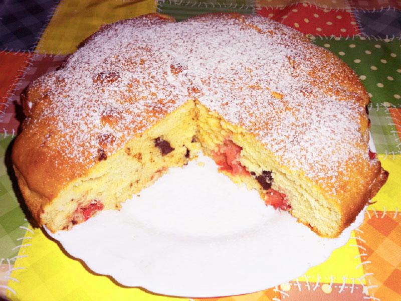 Habkönnyű piskótatorta gyümölccsel és csokival - Igazi nyári desszert, ha ennél egy kis sütit