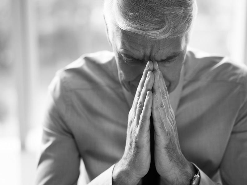 Gombócérzés a torokban, verejtékezés, kézremegés, fulladás-érzés, szapora szívverés - Mire utalhatnak a tünetek?