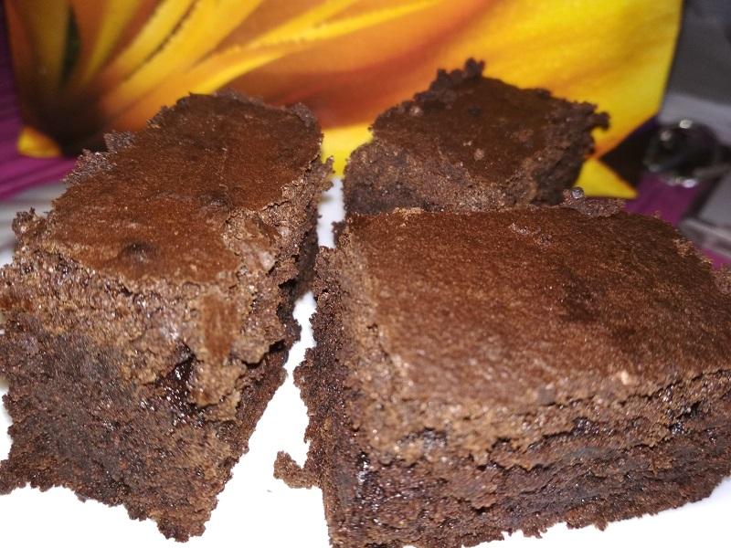 Csupa csoki brownie recept - Ellenállhatatlan süti csokirajongóknak