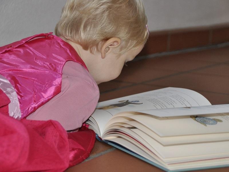 Ezért jó, ha képekkel illusztrált mesekönyvből olvasol a gyereknek! - Miért fontos, hogy ne csak hallja, hanem lássa is a mesét?