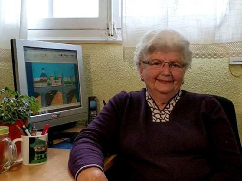 Gyönyörű képeket fest ez a 87 éves nagymama! El sem hinnéd, hogyan készülnek a művei