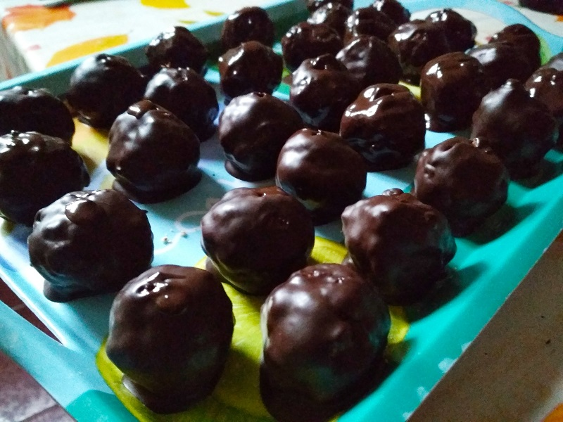 Sütés nélküli zserbógolyó recept: 30 perces csokis süti, ha gyorsan készítenél valami finomat