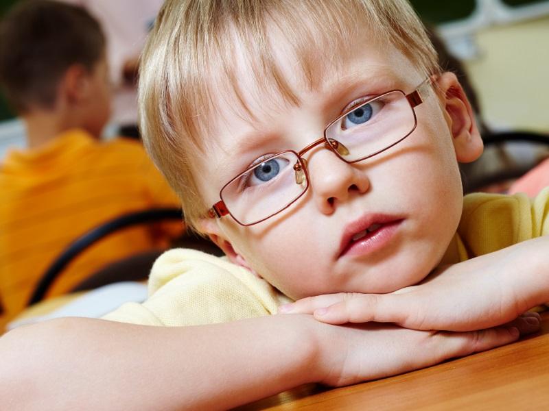 Ügyetlen a gyerek labdázáskor? Nekimegy dolgoknak? Lehet, hogy tompalátása van! - Mik a tünetek? Hogyan kezelhető?