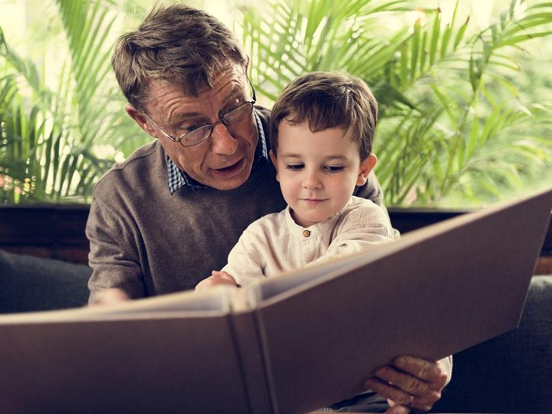 Ezért olvass rendszeresen mesét a gyereknek! - Hogyan fejleszti a gyermeket a mesehallgatás? Szakember válaszol