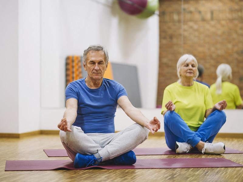 4 jógagyakorlat, amitől egészségesebb leszel és még a hallásodat is javítja - Így kivitelezd őket!