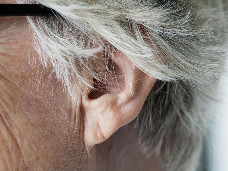 Fülcsengés okai: 4 súlyos betegség, melynek egyik tünete lehet a fülcsengés
