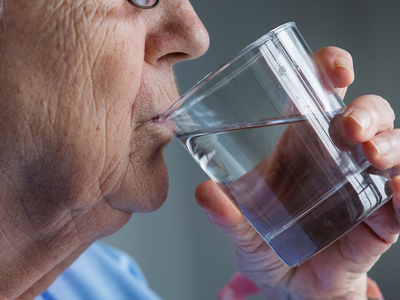 Vesekő megelőzése: Ezért fontos a vízfogyasztás! - Mennyi vizet kell inni naponta? Milyen vizet javasol a szakember?