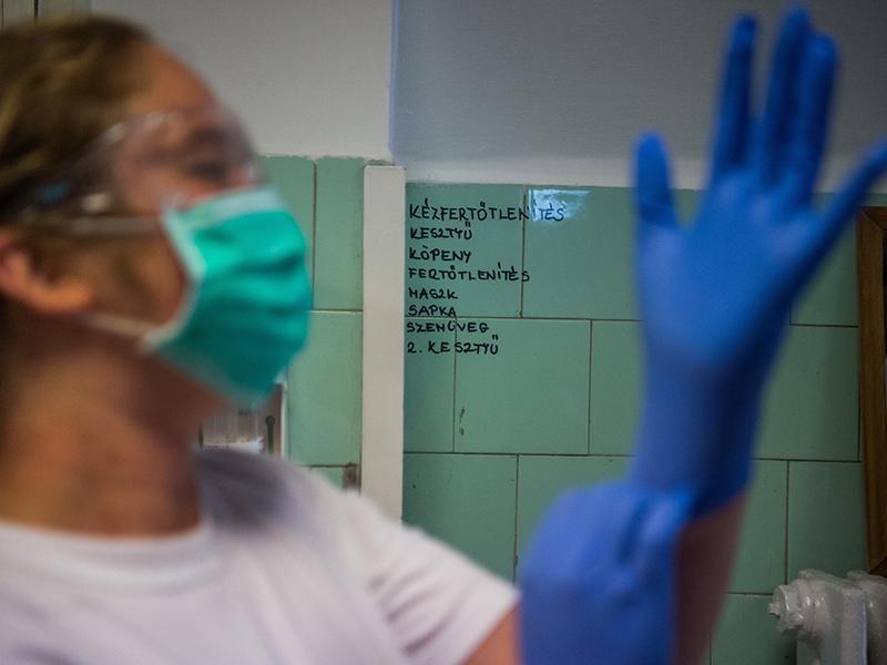 Müller Cecília: Hétfőtől újabb egészségügyi ellátásokra lehet menni - Kikre veszélyesebb a koronavírus?