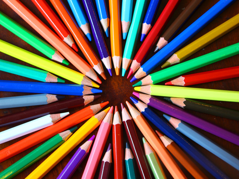 Színes ceruza, zsírkréta, filctoll, vízfesték: Így segíthetsz már egyetlen rajzeszköz-készlettel a sérült gyerekeknek