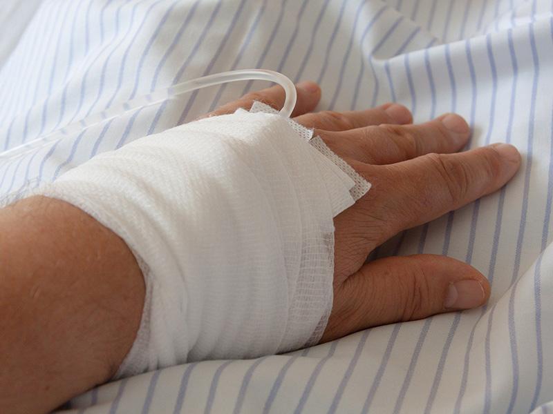 Rák előjelei: 8 gyanús tünet, ami daganatos megbetegedésre is utalhat! - Miért veszélyes a koronavírus a rákos betegekre?
