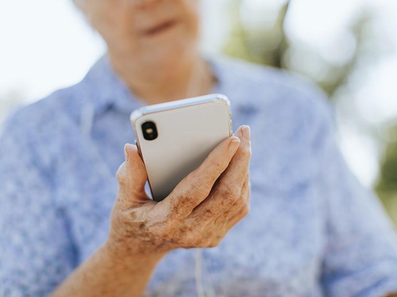 Tömeges oltás: Elkezdték kiküldeni a behívó sms-t az érintetteknek! - Mit kell tenned, ha te is megkapod?