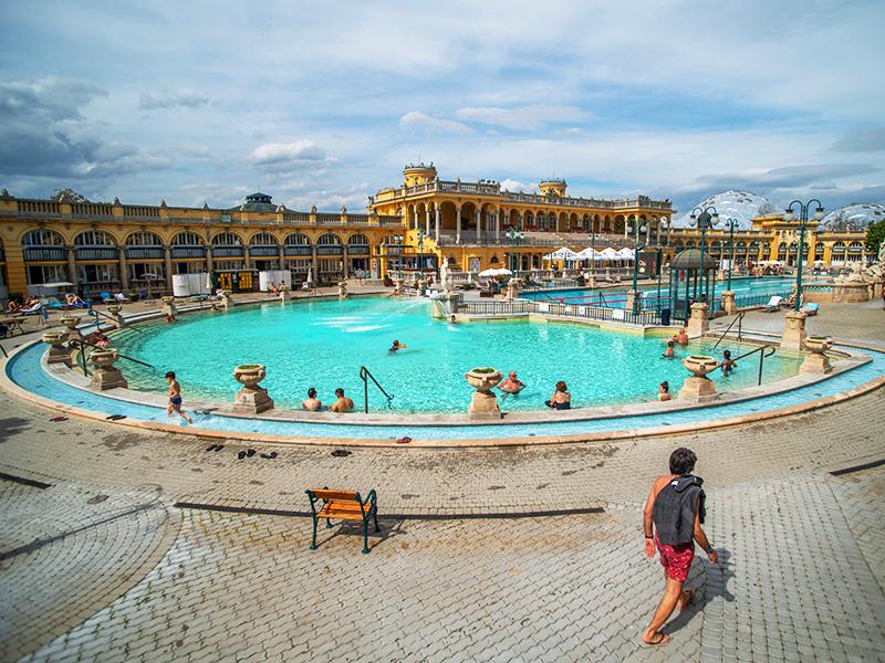 Fürdők nyitása 2021: Mutatjuk, melyik fürdő van már nyitva Budapesten és vidéken - A többi fürdő mikor nyit?
