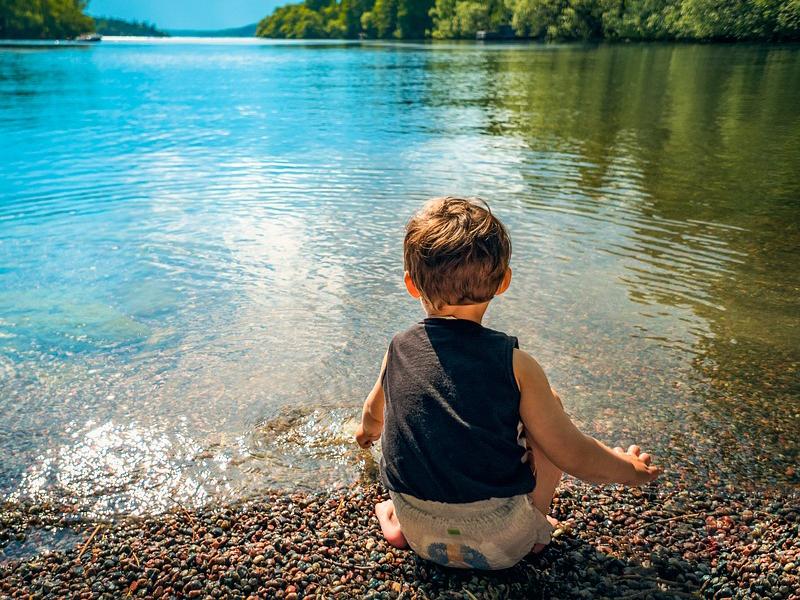 Nyári veszélyek: napszúrás, vízi balesetek, kullancscsípés, játszótéri balesetek - Hogyan előzheted meg? Mikor kell orvos?